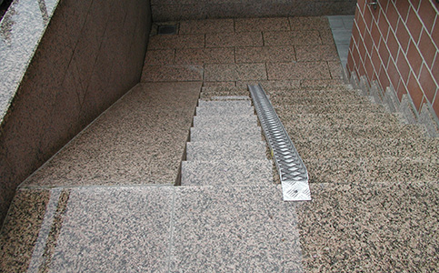 treppe rampe kinderwagen wohn design. Black Bedroom Furniture Sets. Home Design Ideas